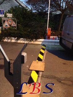 Installation de barrière levante, motorisée, avec Digicode www.lbsecurite.fr