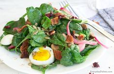 Salad with warm bacon dressing recipe simple spinach salad, bacon spinach s Chopped Salad Recipes, Spinach Salad Recipes, Salad Recipes Video, Salad Recipes For Dinner, Salad Dressing Recipes, Salad Dressings, Appetizer Recipes, Healthy Breakfast Bowl, Healthy Work Snacks