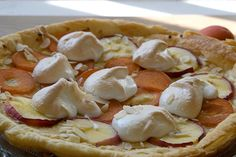 tarte meringuée pêches et abricots Pudding Recipes, Puddings, Camembert Cheese, Ethnic Recipes, Desserts, Food, Pudding Recipe, Food Porn, Pie
