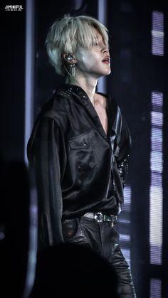 Please stop wearing tight pants jimin please Bts Jimin, Jimin Hot, Bts Bangtan Boy, Jhope, Namjoon, Taehyung, Hoseok, Park Ji Min, Mochi
