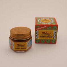 Tijgerbalsem wordt in Azië al enkele eeuwen gebruikt bij allerlei kwaaltjes. Bij ons wordt deze welbekende zalf, vooral gebruikt bij spierpijn. In de vette, dikke sterk ruikende zalf zitten vetten en oliën van verschillende kruiden verwerkt zoals menthol, kamfer, kruidnagel en eucalyptus. De zalf kan zowel verwarmend als verkoelend werken, afhankelijk van de ingrediënten. De rode is het sterkst en werkt verwarmend. Tijgerbalsem helpt om lekker te blijven bewegen.