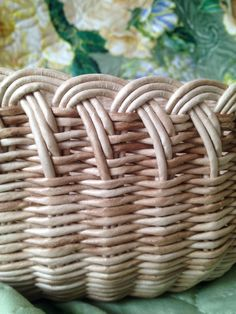 Timestamps DIY night light DIY colorful garland Cool epoxy resin projects Creative and easy crafts Plastic straw reusing ------. Paper Basket Weaving, Basket Weaving Patterns, Willow Weaving, Weaving Art, Newspaper Basket, Newspaper Crafts, Handmade Rugs, Handmade Crafts, Handmade Headbands
