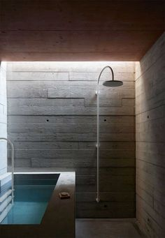 concrete bathroom / Rothaus by Jonathan Tuckey Design | Yellowtrace