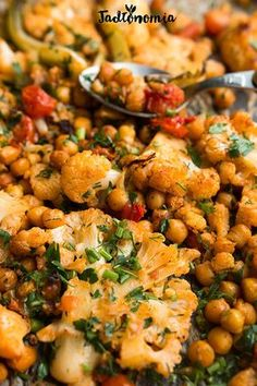 Roasted cauliflower with chickpeas Salad Recipes, Vegan Recipes, Cooking Recipes, Vegan Food, Breakfast Recipes, Dinner Recipes, Vegan Lunches, Curry, Roasted Cauliflower