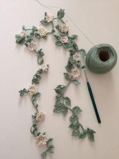 "Crochet Flowers Pattern ""No pattern - Thread crochet flower garland - what an awesome idea."", ""Crochet flower garland for spent banner in school room. Crochet Leaves, Crochet Motifs, Crochet Flower Patterns, Thread Crochet, Crochet Crafts, Crochet Flowers, Crochet Stitches, Knit Crochet, Diy Crafts"