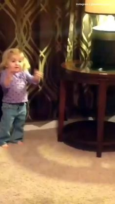 Baby Jokes, Funny Baby Memes, Funny Fun Facts, Funny Video Memes, Really Funny Memes, Funny School Jokes, Cute Funny Baby Videos, Crazy Funny Videos, Cute Funny Babies