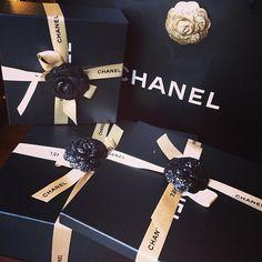 Chanel present