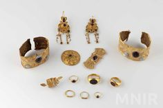 Gold Rings, Stud Earrings, Jewelry, Roman, Period, Twitter, Inspiration, Biblical Inspiration, Jewlery