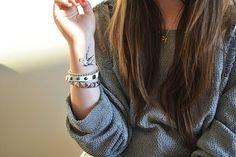Tatouage d'hirondelle sur le poignet #Tattoo #Bird #Sparrow