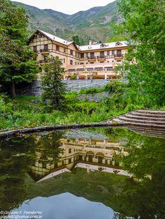https://flic.kr/p/CLurGz   Naturaleza paralela. Parallel nature.   Hotel Villavicencio. Mendoza. Argentina. Diciembre 2015.