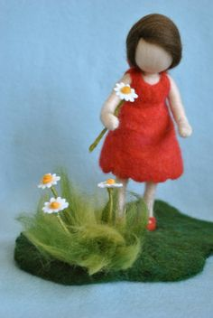 Items op Etsy die op Waldorf inspired needle felted doll: The girl in red with the marguerites. Made to order lijken Wool Needle Felting, Needle Felted Animals, Wet Felting, Wool Dolls, Felt Dolls, Felt Tree, Felt Fairy, Flower Fairies, Waldorf Dolls