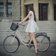 Pretty woman on a bicycle Bicycle Women, Bicycle Girl, Chicks On Bikes, Cycle Chic, Pretty Woman, Dress Skirt, Sexy Women, White Dress, Lady