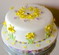 Daffodil cake - cake by Alison's Bespoke Cakes Cake Decorating For Beginners, Creative Cake Decorating, Fancy Cakes, Cute Cakes, Garden Theme Cake, Daffodil Cake, 90th Birthday Cakes, Bolo Floral, Single Tier Cake
