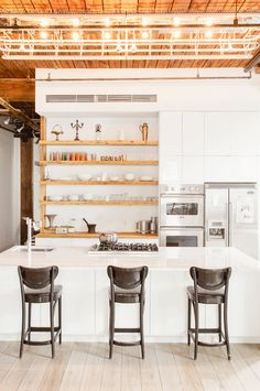 Cheap Home Decor Open Kitchen Shelving: 40 Classy Examples That Show How The Pros Pull It Off.Cheap Home Decor Open Kitchen Shelving: 40 Classy Examples That Show How The Pros Pull It Off Loft Kitchen, Kitchen Shelves, Open Kitchen, Kitchen Decor, Kitchen Storage, Kitchen Ideas, Kitchen Wood, Kitchen Island, Island Cooktop