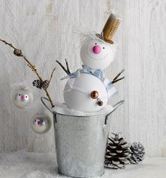 Design charming figures from Christmas balls yourself & make cute Christmas decorations yourself Cute Christmas Decorations, Fabric Christmas Trees, Valentines Day Decorations, Valentine Day Crafts, Xmas Crafts, Diy Christmas Ornaments, Christmas Balls, Diy Christmas Gifts, Christmas Holidays