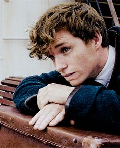 Animated gif discovered by Find images and videos about gif, eddie redmayne and newt scamander on We Heart It - the app to get lost in what you love. Harry Potter Anime, Harry Potter Facts, Harry Potter Characters, Harry Potter Universal, Harry Potter Pin, Eddie Redmayne, Fantastic Beasts And Where, Boy Hairstyles, Michael Fassbender