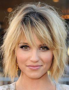 Modèle coiffure effilée blond cheveux courts