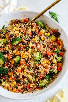 The perfect Summer Quinoa Salad made with a delicious combination of sautéed veggies, black beans, corn, and fresh basil all tossed with a lemon balsamic dressing! Best Summer Salads, Clean Eating, Healthy Eating, Eat Yourself Skinny, Summer Side Dishes, Big Salad, Meal Prep For The Week, No Calorie Foods, Salads