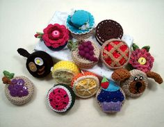 These bags are actually made from plastic bags but to make these bags out of crochet in sweets for fall. Can u say cupcake?