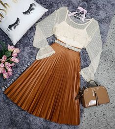 Bom dia com muito amor 💗 conjuntinho liiiindo liiiindo! 🎀💕 Modest Fashion, Fashion Dresses, Trendy Outfits, Cool Outfits, Conservative Fashion, Vintage Fashion 1950s, Types Of Dresses, Skirt Outfits, Mannequin