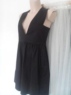 69€ - ART'S L'ART DU BASIC Robe courte décolletée TS/M http://www.videdressing.com/robes-courtes/art-s-l-art-du-basic/p-3766215.html?&utm_medium=social_network&utm_campaign=FR_femme_vetements_robes_3766215