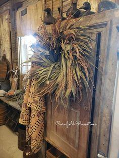 Porch Decorating, Decorating Your Home, Decorating Ideas, Decor Ideas, Porch Interior, Primitive Antiques, Primitive Decor, Primitive Autumn, Country Decor
