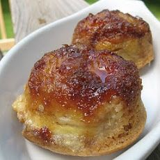 These Banana Upside Down Muffins turned out positively delicious. I love upside down desserts, the way the sugar caramelizes and just melts in your mouth. Adding the fabulous flavor of bananas to the mix was just icing on the… muffin! Breakfast And Brunch, Breakfast Recipes, Dessert Recipes, Drink Recipes, Breakfast Potatoes, Breakfast Muffins, Mini Muffins, Perfect Breakfast, Breakfast Casserole