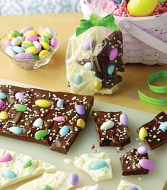 Yum! This looks like the perfect Easter treat // Easter Bark Recipe from Joann.com
