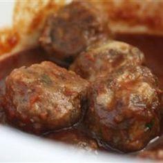 Ces boulettes de viande sont cuites à la mijoteuse, dans une délicieuse sauce aigre-douce. Elles disparaitront rapidement!
