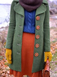 pinned for the green coat which looks muted in this photo Street Style Vintage, Mode Vintage, Looks Style, Style Me, Pretty Outfits, Cute Outfits, Girly Outfits, Classy Outfits, Moda Fashion