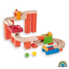Spin & swirl - Fácil de construir y jugar. Con sistema de bloqueo de las piezas que ayudan a estabilizar el conjunto del juego. Incluye llamativos elementos como la turbina giratoria, la sierra-mar, el tunel, etc. Todos los artículos de la colección Wonder Trix Track se pueden mezclar y juntar para jugar y crear un conjunto de juego más grande, para una mayor diversión.