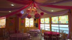 Hoy tocó  Baby Shower  temática princesa! Tonos preciosos decoración Salón Scala ...organizamos tu evento desde 40 personas  totalmente  climatizado, aprovecha pagando SIN INTERESES teléfono 9357535, 2299018485 #candil #princesas #rosa #fushia #lila #babyshower