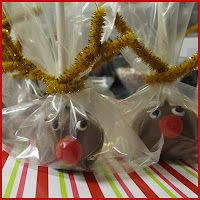 MOMS CRAZY COOKING: 12 DAYS OF CHRISTMAS GOODIES (Day 8): Red Velvet Cake Balls - Reindeer