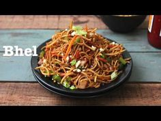 Chinese Bhel is a delicious Indo-Chinese style street food. Crispy fried noodles are served as Chinese chaat or a crunchy salad. Rajma Masala Recipe, Bhel Recipe, Chinese Bhel, Chinese Salad, Chinese Street Food, Indian Street Food, Fun Food, Good Food, Crispy Noodles