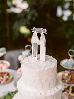 illustrated cake topper, photo by Danielle Poff Photography http://ruffledblog.com/century-house-wedding #caketopper