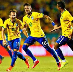 05.09.14 Brazil national team celebrates win against 1-0 to Colombia friendly