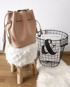 My new bucket baaaag from @hielevencom ☁️ #hielevencom #favcolour #details #thankyou #interior #lovelovelove #newin #leidernichtdasbestelicht