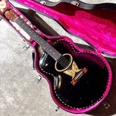 Orville made Gibson guitar with butterfly inlay. Gibson Acoustic, Gibson Guitars, Acoustic Guitars, Music Things, Music Stuff, Ukulele, Violin, Painted Guitars, Archtop Guitar