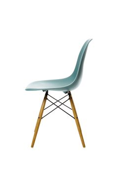 Charles Ray Eames Vitra: Would love to replace my dining room chairs with these. Vitra Design, Chair Design, Furniture Design, Eames Dsw Chair, Charles & Ray Eames, Charles Ray, Interior Architecture, Interior Design, Side Chairs