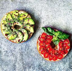 """2,195 gilla-markeringar, 102 kommentarer - Bahare - @healthy_belly (@healthy_belly) på Instagram: """"Bagels topped w/ Avocado, Tomatoes, Herbs & Black Hawaiian Sea salt flakes!❤ Have a great new week…"""""""