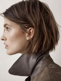 MODEDAMOUR - Massimo Dutti Massimo Dutti Trendfrisuren Frank, akkurater Mittelscheitel oder People from Short Bob Hairstyles, Pretty Hairstyles, Over 40 Hairstyles, Choppy Bob Hairstyles, Trending Hairstyles, Corte Y Color, Haircut Styles, Great Hair, Hair Today