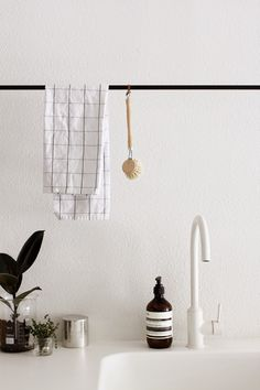 DECOR // simple iron hanging rod in clean white kitchen
