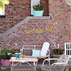 Für das besondere Etwas kann man seinen Garten am besten mit Möbeln aus Bambus einrichten. Sie sind belastbar und passen besonders gut zur sommerlichen Deko,  …