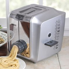 Viante Pasta Fresco Electric Pasta Maker, Fresh Italian pasta in minutes without the work, using the Vianté electric pasta machine!