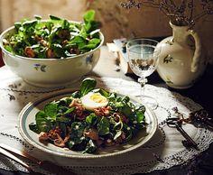 Salat mit Nüssen, Champignons und Ei