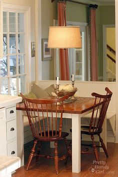 easy shelving seats built in under low window with false wall to create sitting area. two small benches in place of ugly chairs would be cute - concept but a bit larger Decor, Kitchen Corner, Rustic Kitchen, Kitchen Remodel, Balcony Table And Chairs, Kitchen Island With Seating, Small Kitchen Tables, Home Decor, Lake House Kitchen