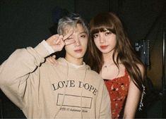 Mom and son? Lucas Nct, Korean Couple, Best Couple, Bambam Lisa, Korean Friends, Female Assassin, Lisa Blackpink Wallpaper, Pop Art Girl, Nct Ten