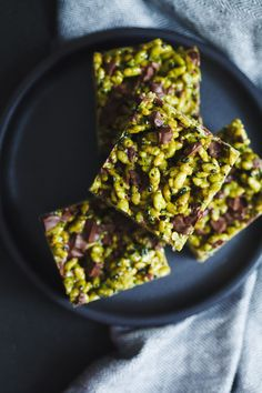 Matcha Black Sesame Chocolate Chunk Rice Krispie Treats | healthy recipe ideas @xhealthyrecipex |