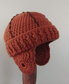Crochet a Vintage-Style Leatherhead Football Helmet - Now This is Unique! Get the pattern. Knitting Patterns Free, Free Knitting, Crochet Patterns, Style Vintage, Vintage Fashion, Retro Vintage, Mens Beanie Hats, Men's Beanie, Crochet Football