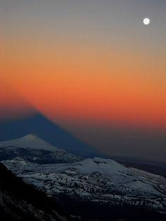 Amanecer con luna llena..., Volcan Lanin
